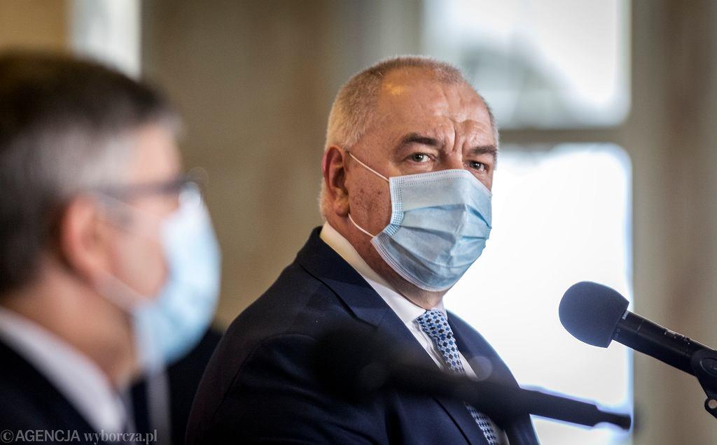 12.05.2020, Katowice, Jacek Sasin podczas konferencji prasowej dotyczącej zarażonych koronawirusem górników.