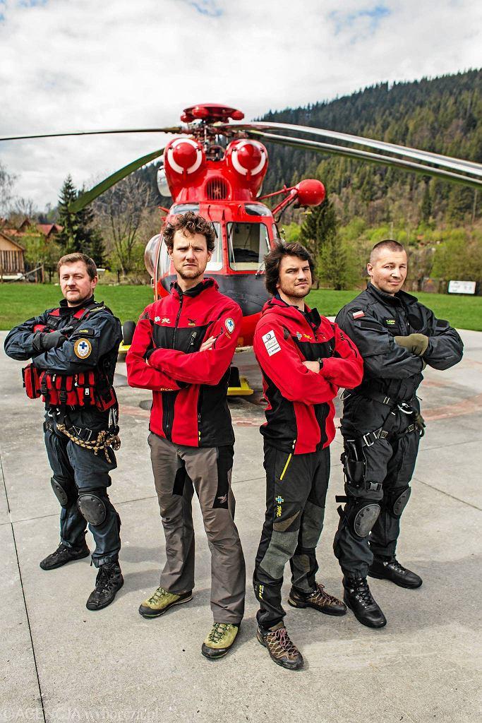 Ratownicy Tatrzańskiego Ochotniczego Pogotowia Ratunkowego .Od lewej Maciej Latasz ,Jakub Hornowski, Maciej Ziarko, Wojciech Mateja