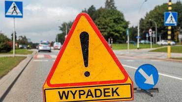 Wypadek na drodze (zdjęcie ilustracyjne)