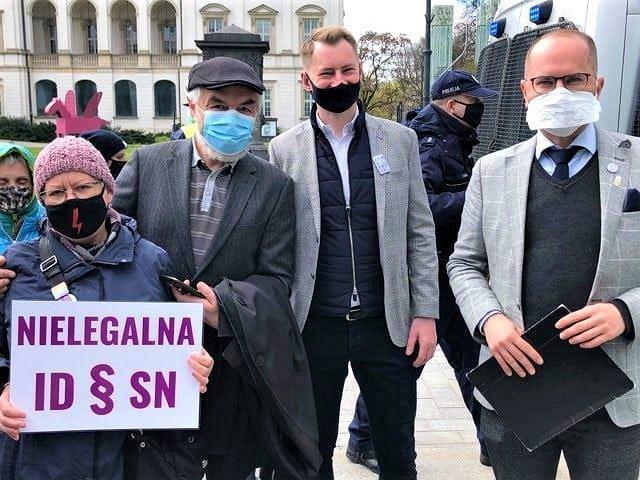 Protest w obronie sędziego Igora Tulei