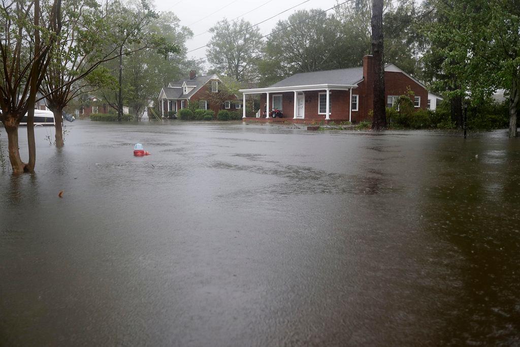 Florence niesie ze sobą obfite opady deszczu