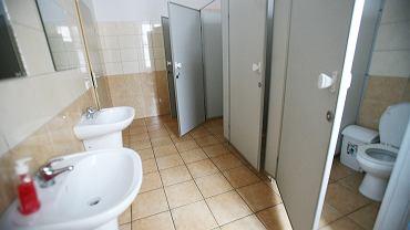 Szkolna toaleta (zdjęcie ilustracyjne)