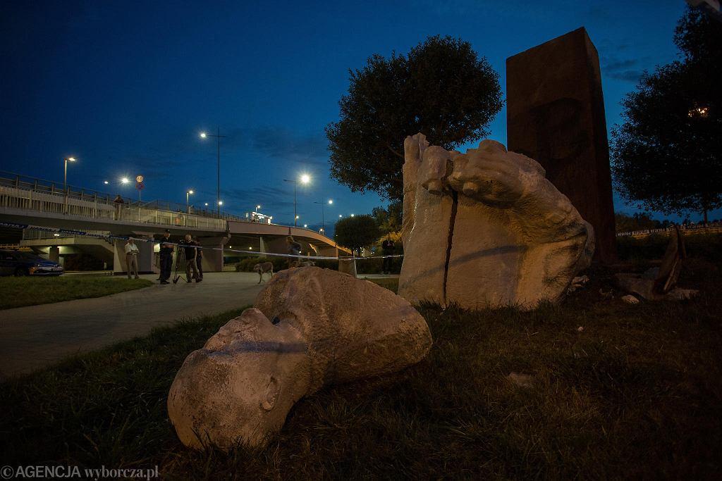 Zniszczony pomnik generała Berlinga