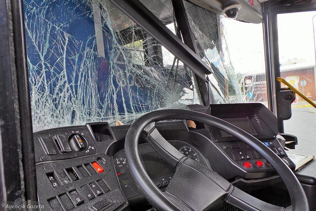 Zdjęcie ilustracyjne / Zderzenie autobusu i osobówki w Warszawie