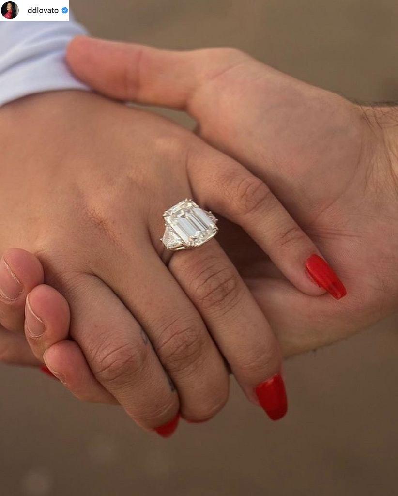 Demi Levato pierścionek zaręczynowy