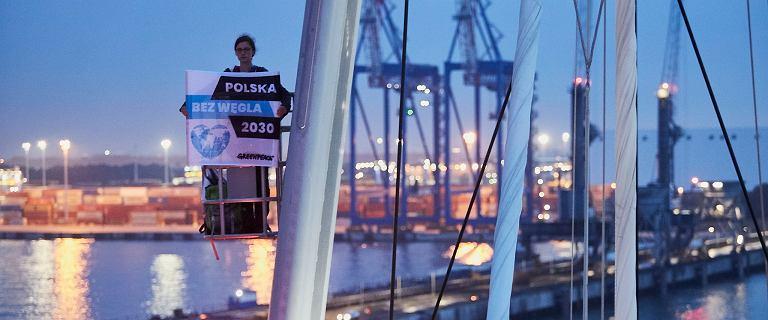 Gdańsk. Greenpeace zakończył protest na dźwigach. Mogą mieć duże problemy