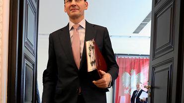 Kancelaria premiera, 30 października 2018 r. Mateusz Morawiecki przed posiedzeniem rządu. Premier powtarza, że Polacy muszą oszczędzać, bo inaczej wszystkim grożą niskie emerytury z ZUS.