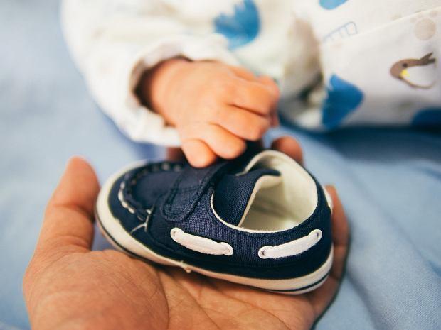 Niedrogie buty dziecięce - gdzie je kupić? Propozycje dla niemowlaka i przedszkolaka