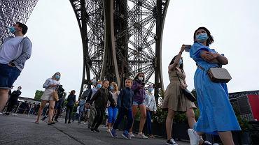 Francja wprowadza nowe zasady w związku ze wzrostem zakażeń koronawirusem. Wieża Eiffela została otwarta 16 lipca po dziewięciu miesiącach