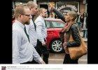 Jedna Szwedka kontra trzystu neonazistów. Zdjęcie, które stało się symbolem
