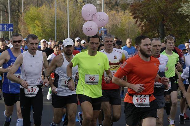 Zdjęcie numer 51 w galerii - Ponad 1200 biegaczy na starcie 37. Toruń Maraton, wygrał Łukasz Oskierko [ZDJĘCIA]