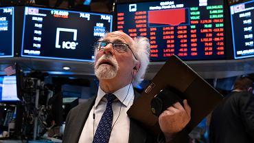 """Złoty w dół, czerwono na giełdach.""""Inwestorzy nie dowierzali do końca, że lockdowny mogą wrócić"""""""