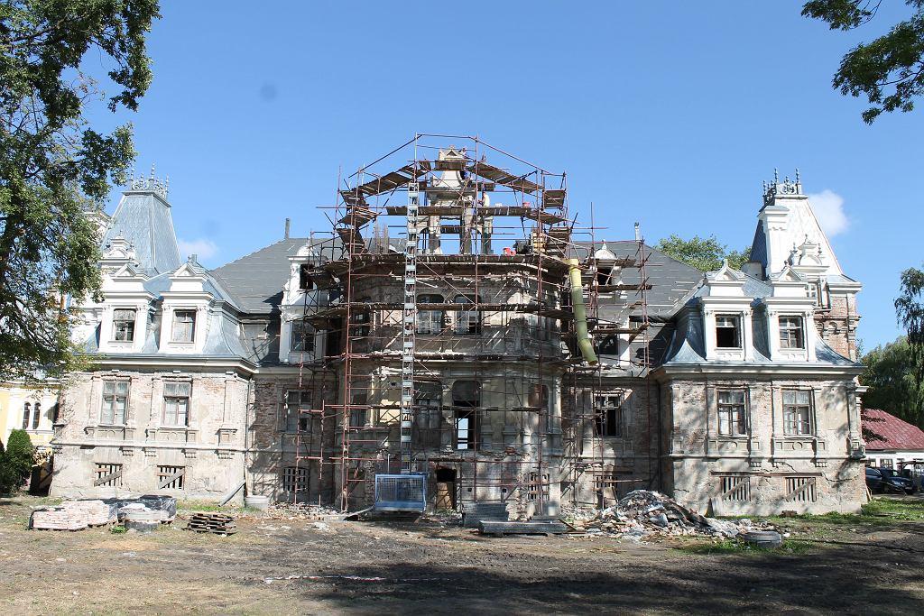 Pałac w Guzowie podczas remontu w 2015 roku