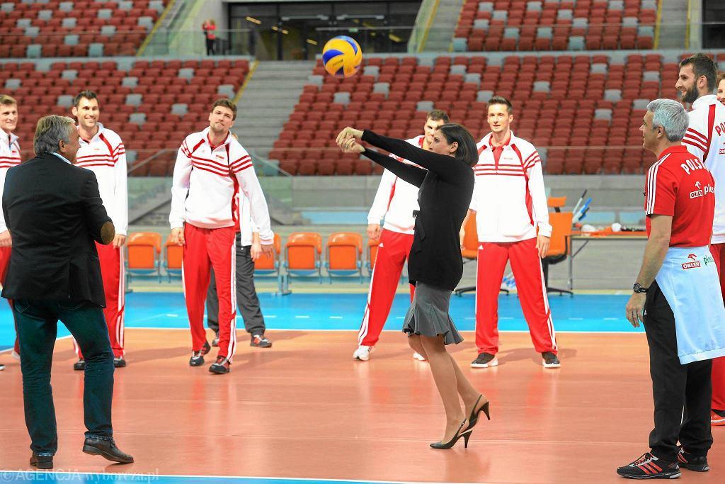 Siatkarze reprezentacji Polski z Joanną Muchą na Stadionie Narodowym