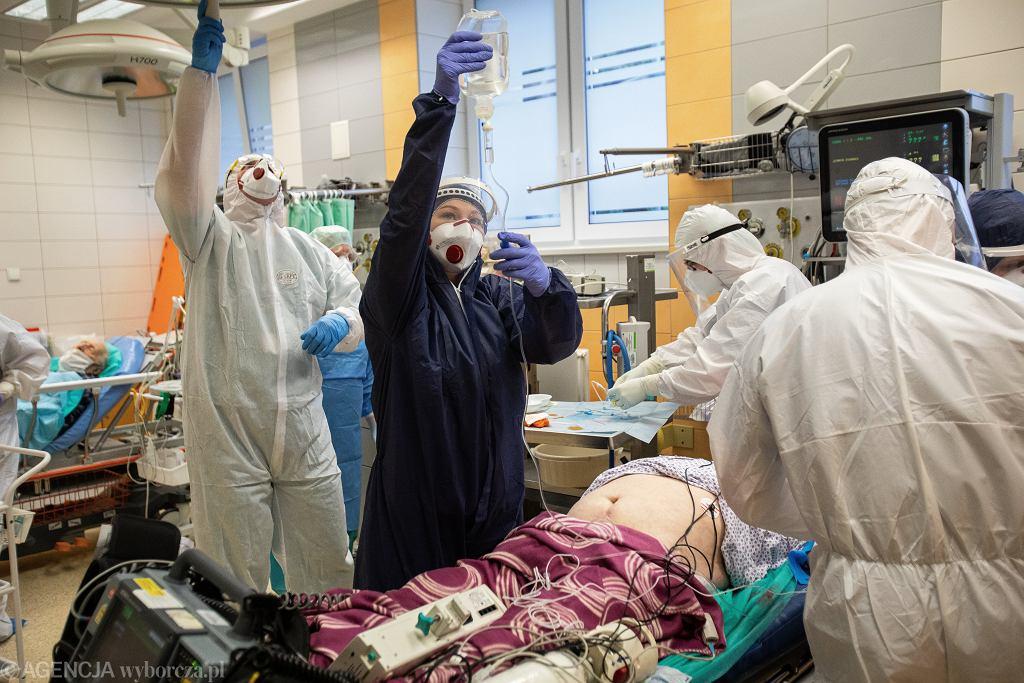 Coraz więcej zajętych łóżek i respiratorów 'covidowych' (zdjęcie ilustracyjne)