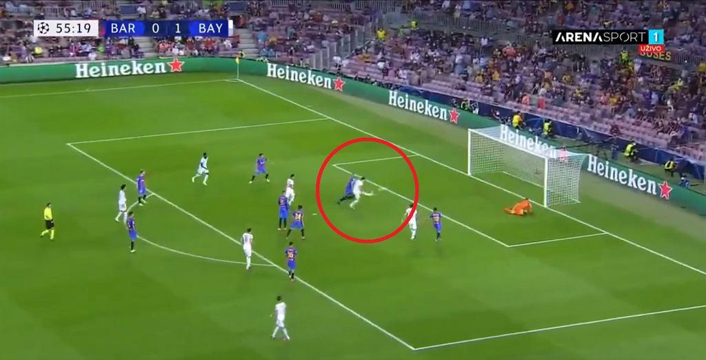 Gol Roberta Lewandowskiego w meczu z Barceloną