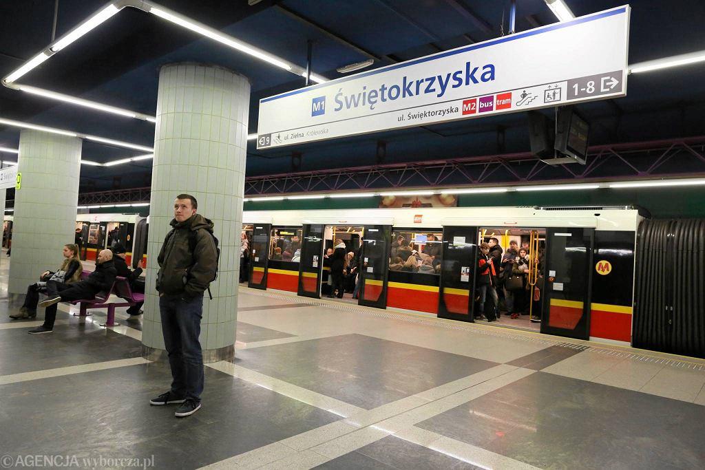 Nowe tablice na stacji Metro Świętokrzyska