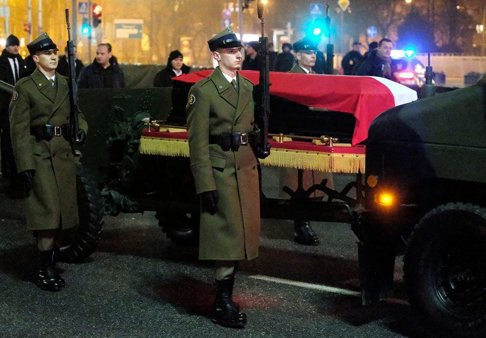 Uroczystosci pogrzebowe premiera Jana Olszewskiego.