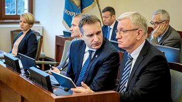 Prezydent Jacek Jaśkowiak (pierwszy z prawej), wiceprezydent Mariusz Wiśniewski i wiceprezydent Jędrzej Solarski