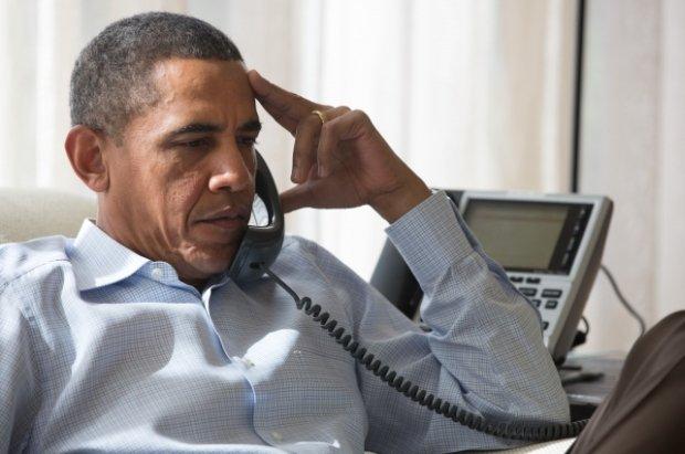 Barack Obama konsultuje się telefonicznie z zagranicznymi przywódcami