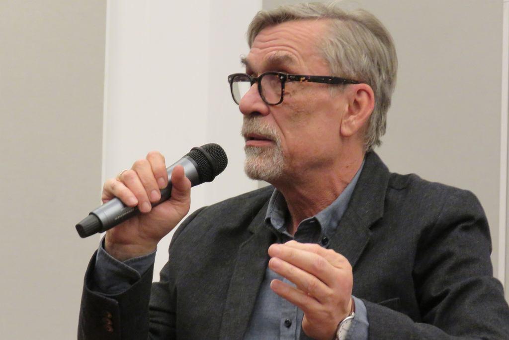 Jacek Żakowski podczas spotkania w Bibliotece Herberta w Gorzowie. Spotkanie prowadził Radosław Wróblewski