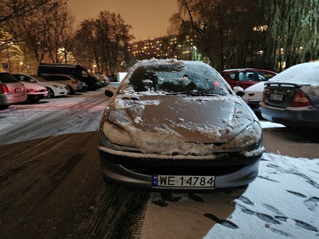 (Nie do końca) odśnieżony samochód