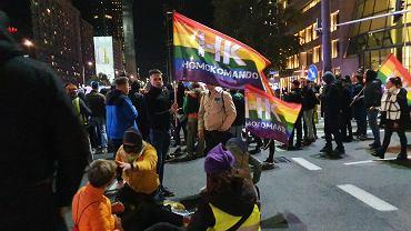 'My zostajeMY'. Protestujący kierują się w stronę siedziby PiS