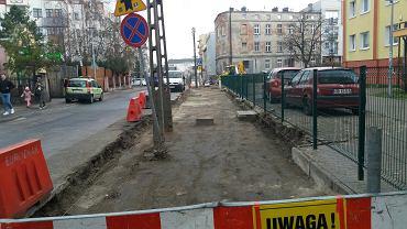 Drogowcy budują nowy chodnik przy ul. Sierocej na Szwederowie w Bydgoszczy