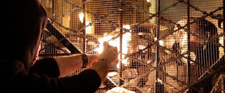 """""""Tydzień gniewu"""" w Libanie. Zdemolowane banki i sklepy, tłum pod parlamentem"""