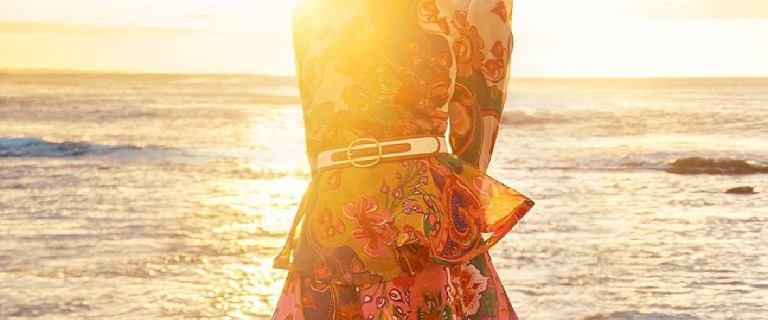 Te sukienki będą bardzo modne wiosną 2021! Znajdziesz je na wyprzedażach w polskich sieciówkach