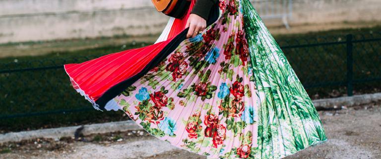 Trendy 2021: te sukienki będziemy nosić w tym roku. TOP 18 propozycji z sieciówki na każdą sylwetkę.