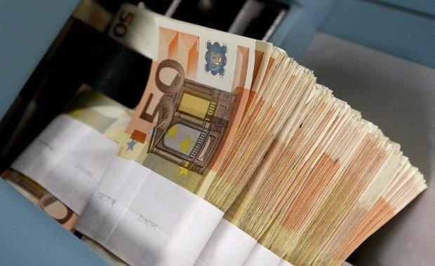 """EBC """"dodrukuje pieniądze""""? Niezupełnie. Wyjaśniamy, o co chodzi z miliardami nowych euro"""