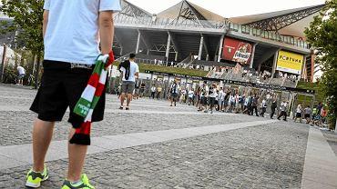 Kibice Legii opuszczają stadion po meczu z Górnikiem