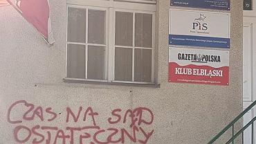 Elbląg. Ktoś zdewastował biuro posła PiS Jerzego Wilka