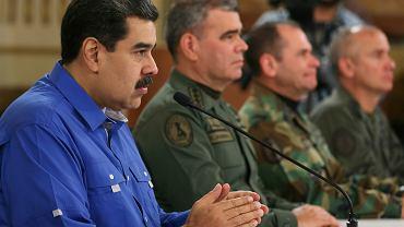 - Odeprzemy każdą armię i każdą inwazję! - zaklinają się prezydent Nicolas Maduro i wojskowi dygnitarze. Ale ich głównym wrogiem nie są obce armie, lecz sami Wenezuelczycy. Na zdjęciu: Maduro wygłasza orędzie w Pałacu Miraflores, Caracas, 30 kwietnia 2019 r.
