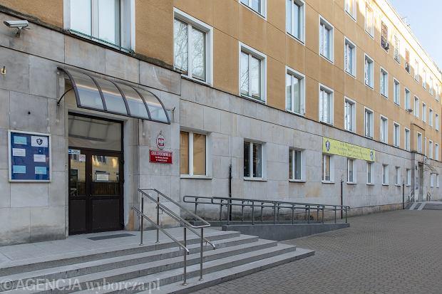 Szkoła Podstawowa numer 1 imienia Gustawa Morcinka w Warszawie. Lekcje przeniosły się z budynków szkolnych do domów uczniów