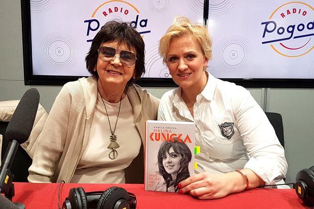Halina Kunicka i dziennikarka Anna Stachowska w studiu Radia Pogoda
