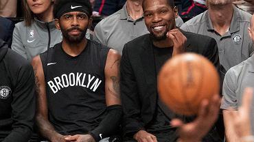 Gwiazdor NBA nie gra z powodu zamieszek, ale nie przeszkadza mu to imprezować. Przyłapali go