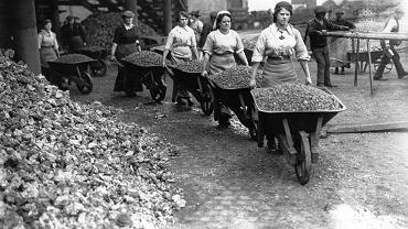 Rok 1917, brytyjskie kobiety pracujące w kopalni