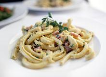 Makaron spaccatelli z klasycznym sosem z jajka i parmezanu - ugotuj