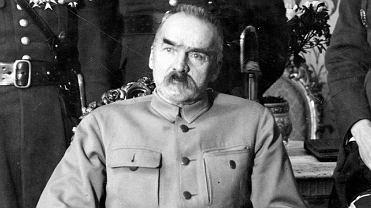 Marszałek Józef Piłsudski (1867-1935) na zdjęciu z lutego 1930 r. Na początku lat 30. Piłsudski odsunął się od spraw wewnętrznych kraju, zostawiając je politykom, których wskazał. Sam skupił się na sprawach międzynarodowych - zaczął tworzyć koncepcję, którą później prasa niemiecka ochrzciła mianem wojny prewencyjnej.