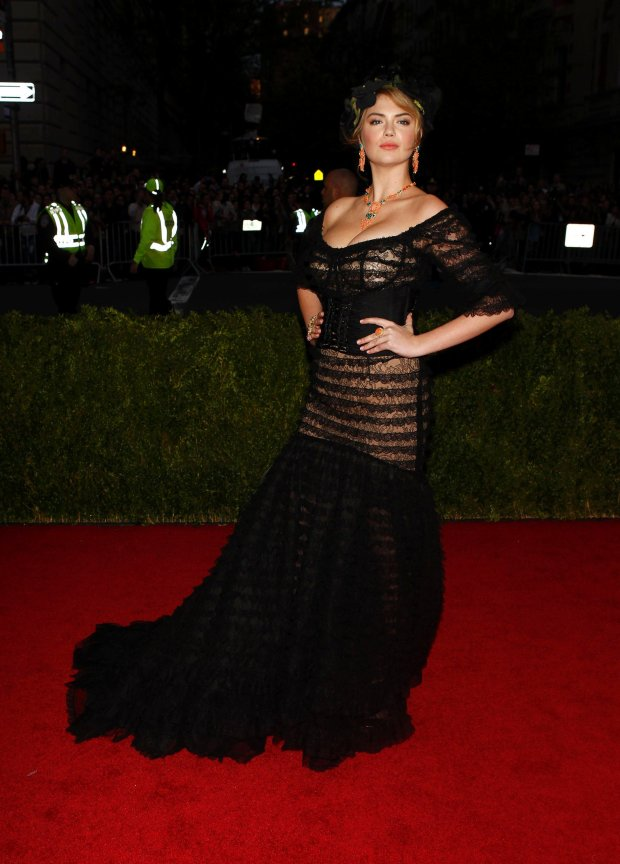 """Model Kate Upton arrives at the Metropolitan Museum of Art Costume Institute Gala Benefit celebrating the opening of """"Charles James: Beyond Fashion"""" in Upper Manhattan, New York May 5, 2014. REUTERS/Carlo Allegri   (UNITED STATES - Tags: ENTERTAINMENT FASHION)"""