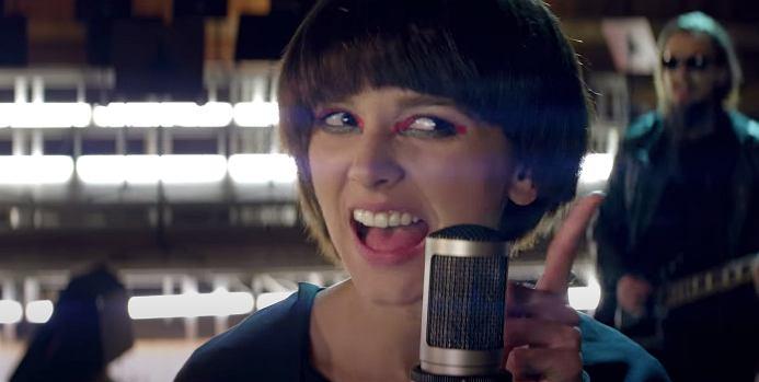screen z teledysku 'Elektryczny'