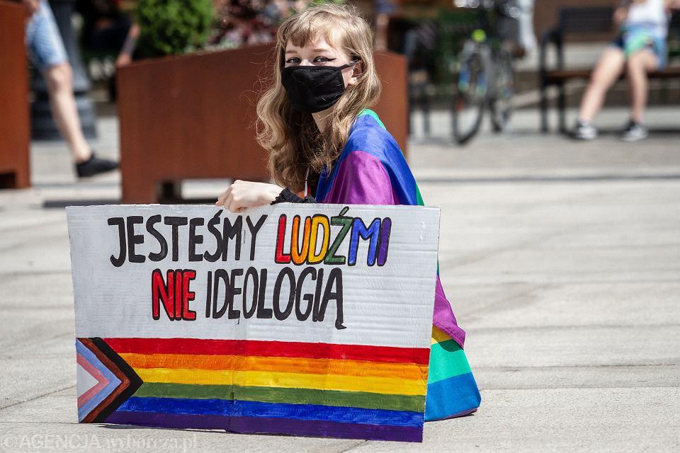 14.06.2020 Bydgoszcz. Stary Rynek . Protest środowiska LGBT w związku z wypowiedziami polityków PiS .