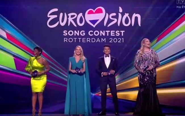 Eurowizja 2021 - prowadzący na scenie w Rotterdamie