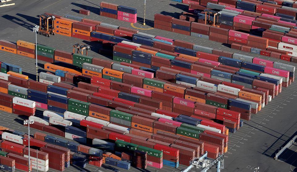 We wtorek w Szanghaju przedstawiciele rządów USA i Chin wznowili negocjacje nowego porozumienia handlowego, które ma powstrzymać wojnę celną tych dwóch największych gospodarek świata. Na zdjęciu: Kontenery z chińskimi towarami. Tacoma, USA, 5 marca 2019