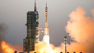 Start rakiety Long March-2F w ramach misji Shenzhou 11