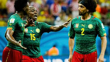 Pierre Webo rozdziela Benjamina Moukandjo i Benoita Assou-Ekotto podczas meczu z Chorwacją