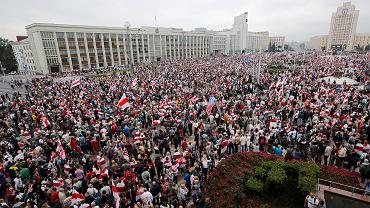 Białoruś. Tłumy na marszu przeciwników Alaksandra Łukaszenki.