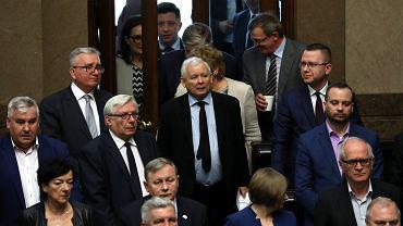 Dziś Jarosław Kaczyński chce nas przekonać, że działacze jego partii weszli do polityki w innym celu niż obsadzanie żonami, kuzynami i pociotkami spółek skarbu państwa. Powodzenia!